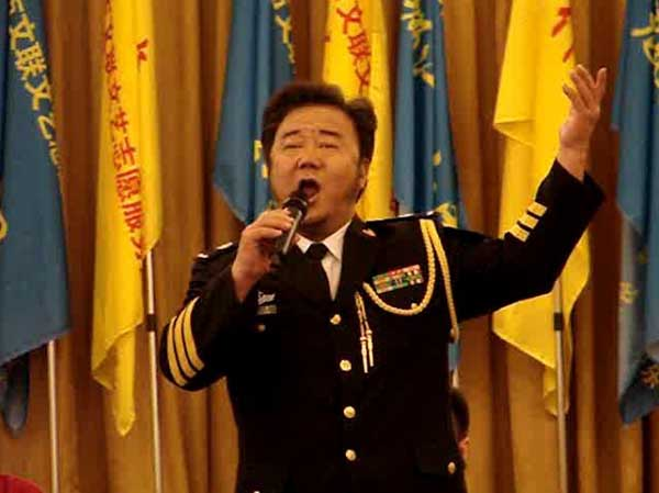 海政文工团国家一级演员霍勇在大会上演唱-灌天艺术网 艺术家 书画作